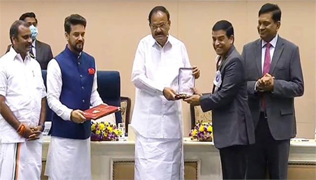 raju and vamshi paidipally bag national award for their movie maharshi