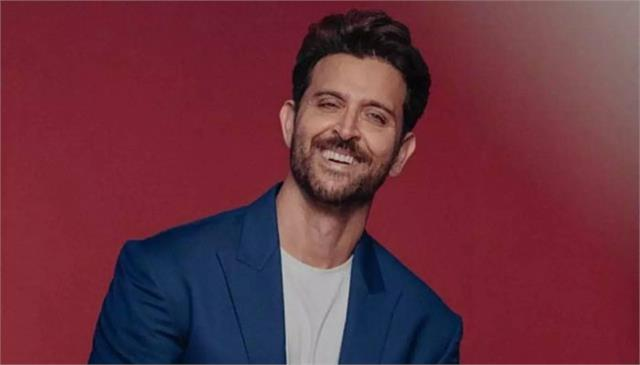 hrithik roshan gifts shoes to the entire action team of vikram vedha
