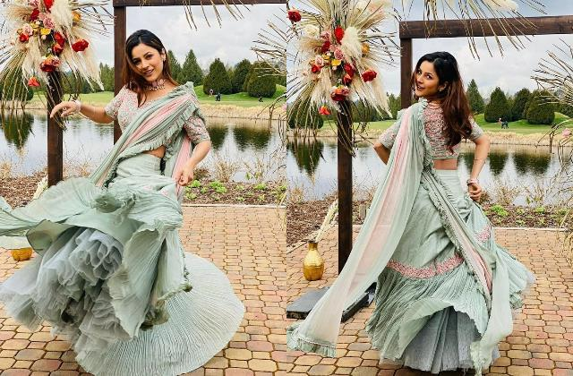 shehnaaz gill looks beautiful in her viral pictures from the set of honsla rakh