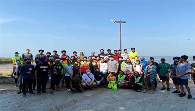 pragya kapoor initiates carter beach clean up