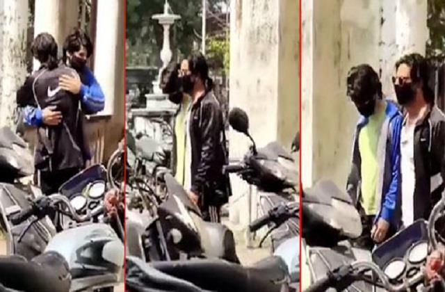 shahrukh khan hug his son aryan khan outside court video viral