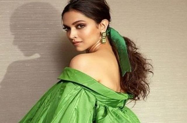 deepika padukone deletes all social media posts on new year fans questions