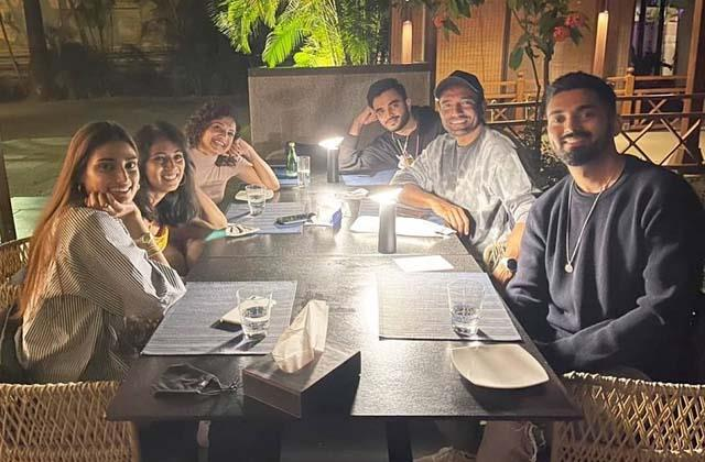 athiya shetty kl rahul enjoys dinner with robin uthappa and his wife sheethal