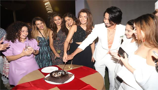 mr faisu and ruhi singh celebrate the success of the series with friends