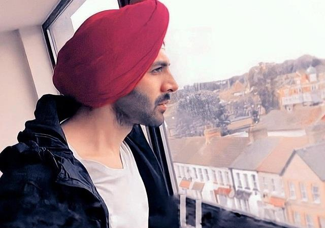kartik aaryan shares a photo wearing a turban on lohri