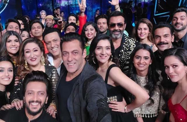salman khan share mega selfie with rajkummar rao govinda and others stars