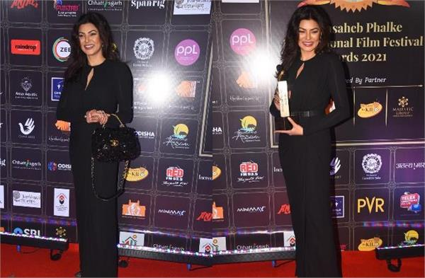 sushmita sen looked gorgeous look in the award show