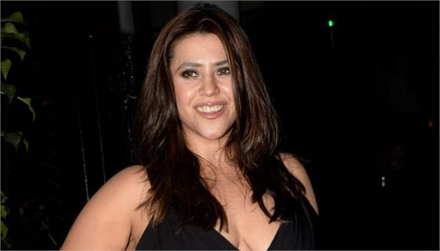 ekta kapoor receives industry leadership award