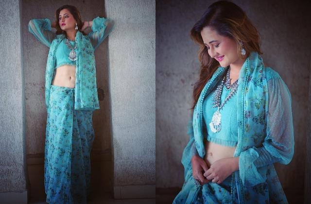 rashami desai looks beautiful in blue printed saree
