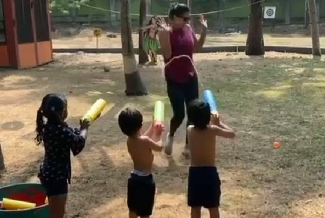 sunny leone playing holi with children