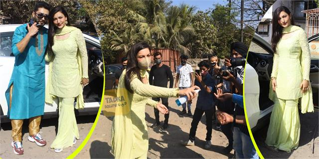 gauahar khan spotted with husband zaid darbar actress gave sanitizer media