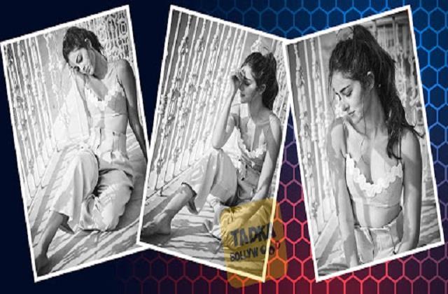 ananya pandey shares her black  white photos
