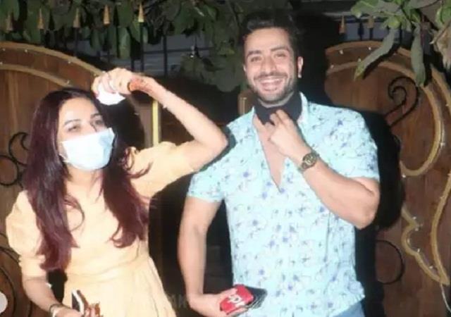 jasmin bhasin challan on removing mask