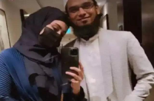sana khan shares mirror selfie with husband anas saiyad