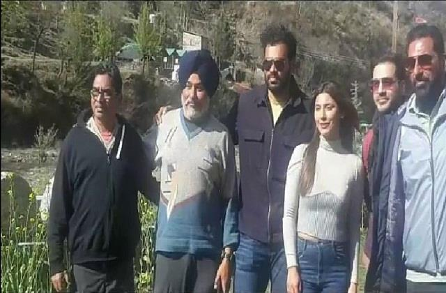 bollywood actor mukesh rishi reached solan s chahal for the film s suit