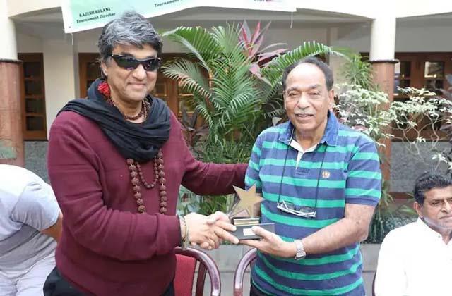actor mukesh khanna elder brother satish khanna passes away due to heart attack