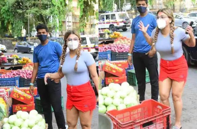 bigg boss fame rakhi sawant got angry on hiking vegetable price