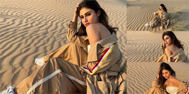 mouni roy photoshoot in dubai desert