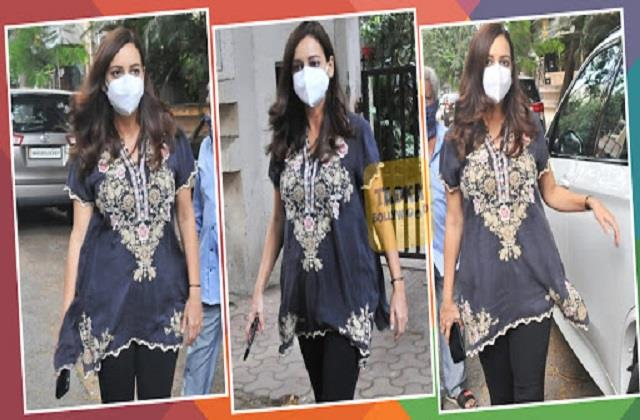 pregnant dia mirza spotted outside clinic
