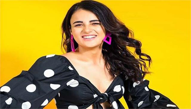 radhika madan is prepared for lockdown