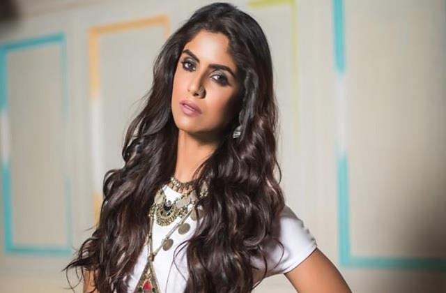 sayantani ghosh befitting reply to user who asked her about innerwear size