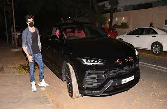 kartik aaryan purchased black lamborghini car