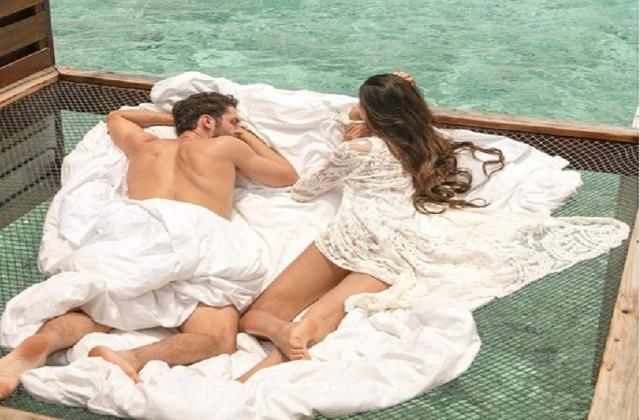 ananaya cousin alanna shared romantic photo with boyfriend from maldives