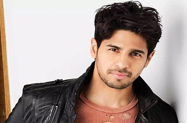 sidharth malhotra injured his knee during shooting of film mission majnu