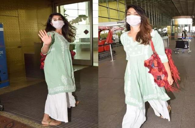 rhea chakraborty spotted at mumbai airport