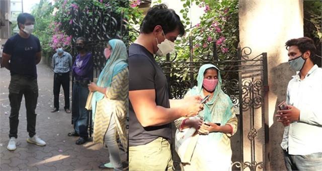 ईद के दिन भी मसीहा बने सोनू सूद, घर के बाहर मदद मांगने पहुंचे लोगों की सुनी फरियाद