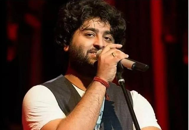 arijit singh reacted to the news of the hospitalized mother