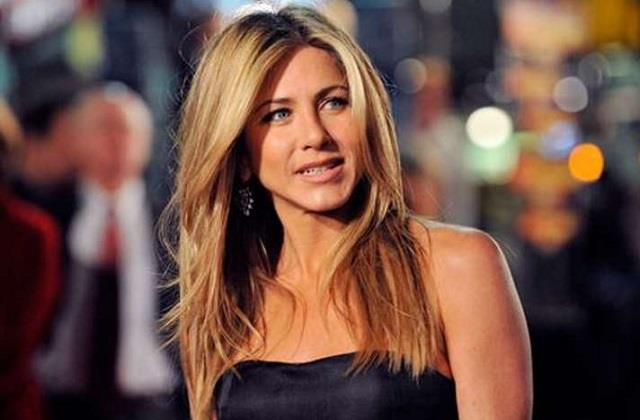 hollywood actress jennifer aniston shares posts on india covid 19 crisis