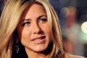 hollywood actress jennifer aniston shares posts on india covid 19 crisis