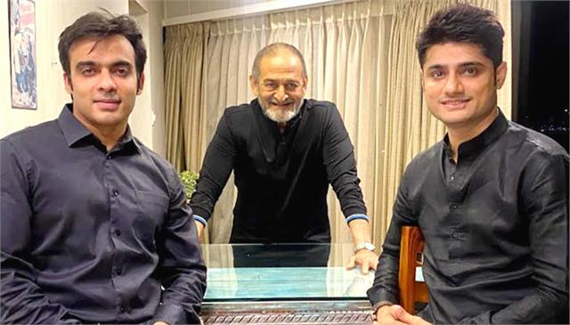 producer sandeep singh signs mahesh v manjrekar to direct veer savarkar biopic