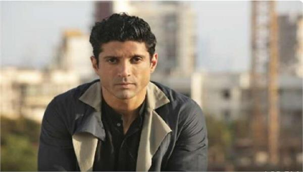 farhan akhtar distributing 1000 thalis daily