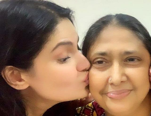 zareen khan mother hospitalized due to critical condition