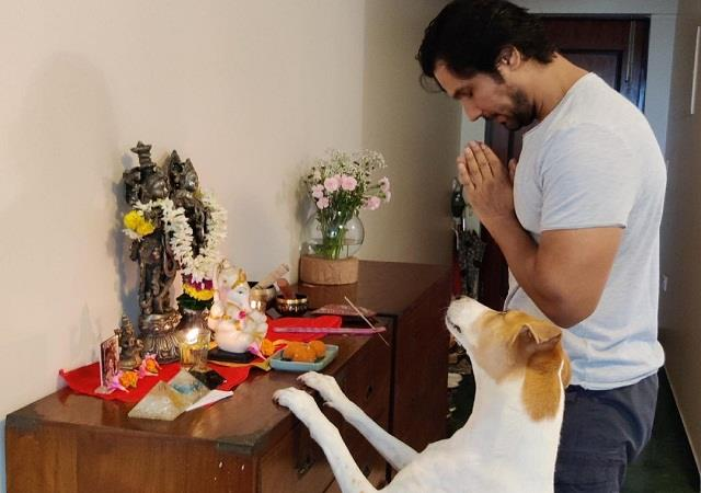 randeep hooda worship god with his culture dog