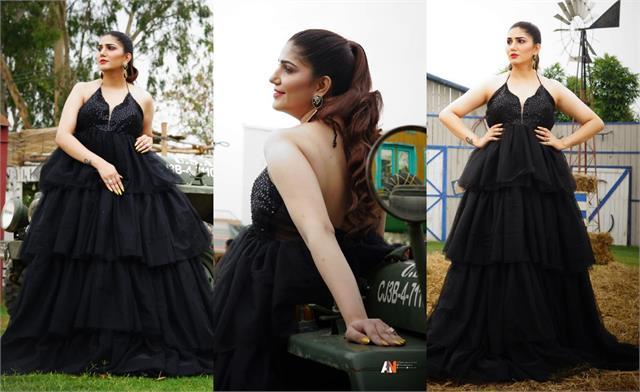 sapna choudhary looked glamorous in black gown
