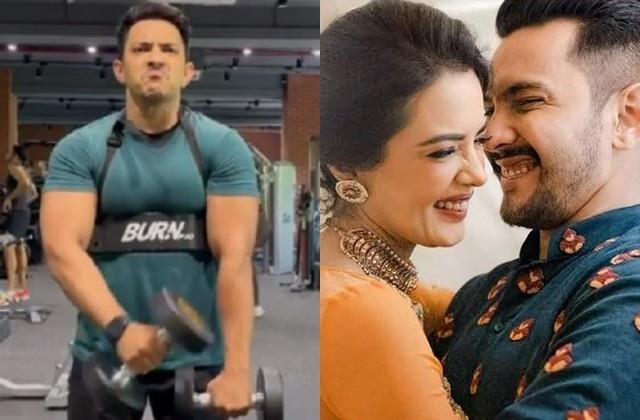 aditya narayan flaunts body fans says shweta bhabhi ko impress karna hai
