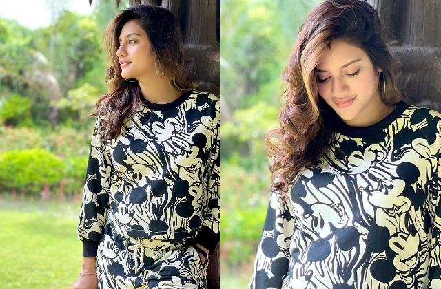 pregnant nusrat jahan flaunts baby bump in new pictures users trolled her