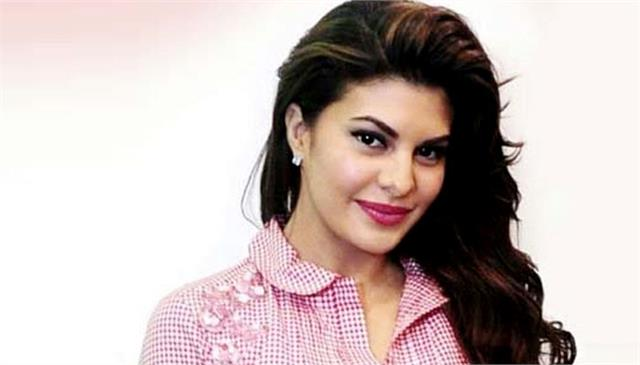 jacqueline fernandez spends time with the children of the oscar foundation