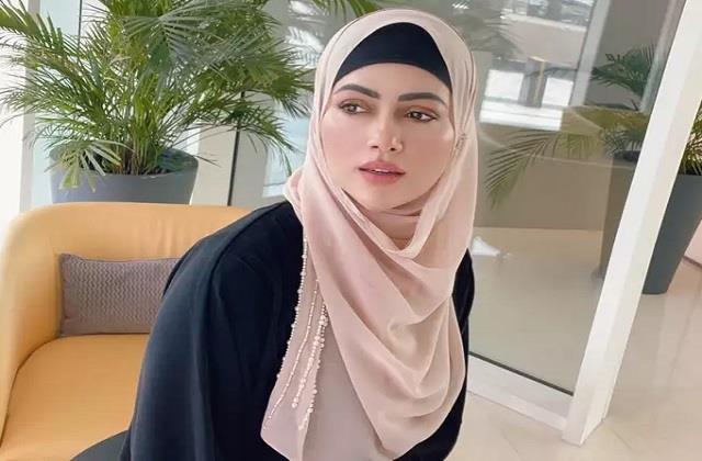 sana khan trolled for wearing hijab actress gave befitting reply