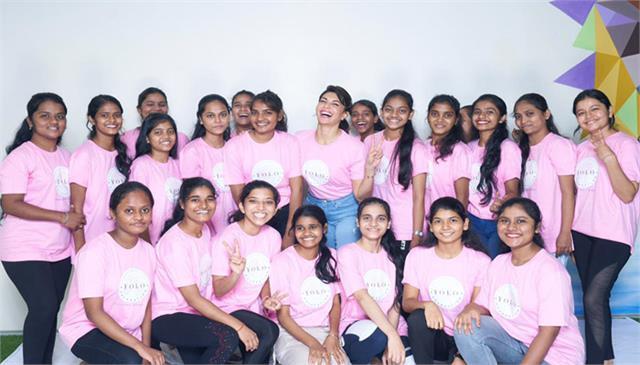 jacqueline fernandez organised a yoga session for ngo kids