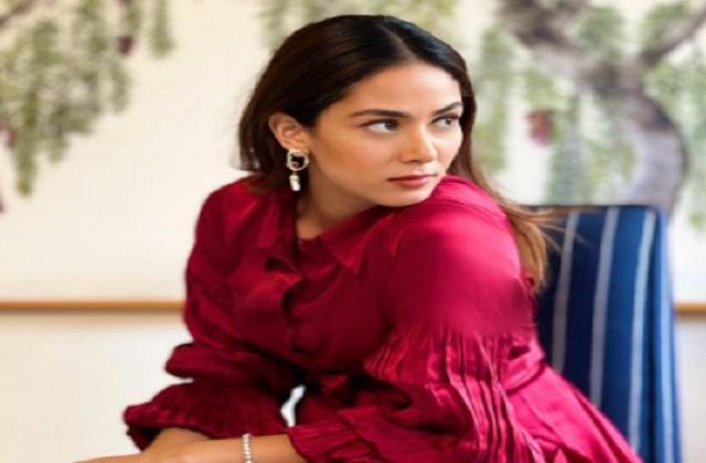 shahid kapoor wife mira kapoor shares her photo in red dress