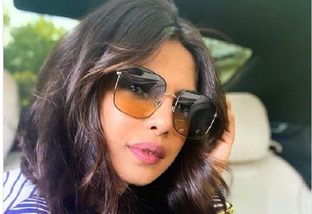 priyanka chopra shares selfie on  national selfie day