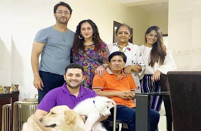 shaheer sheikh shares family photo actor wife ruchikaa kapoor flaunts baby bump