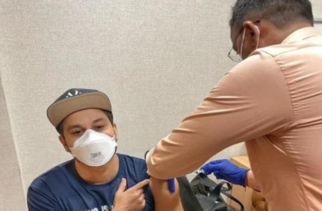 kunal khemu takes first dose of corona vaccine