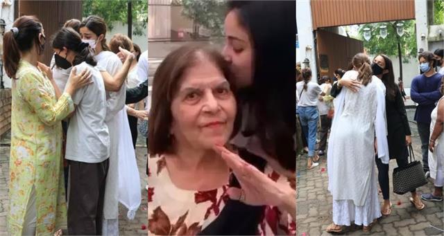 ananya panday and sister rysa consoled by mother bhavana at grandma funeral