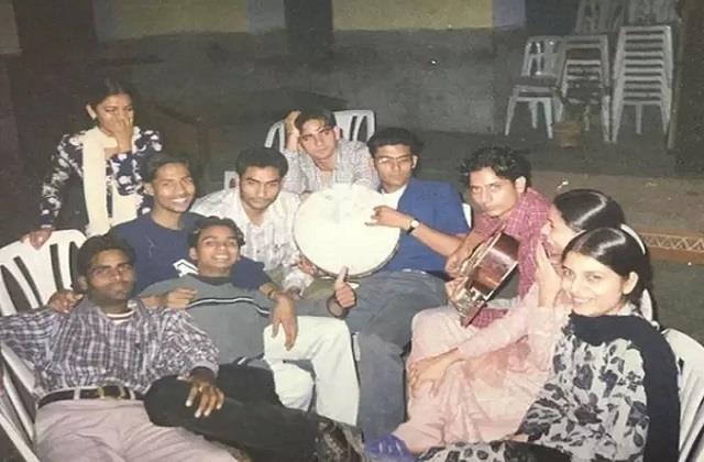 कपिल शर्मा ने दोस्तों संग शेयर की कॉलेज के दिनों की तस्वीर, कॉमेडियन को पहचानना हुआ मुश्किल