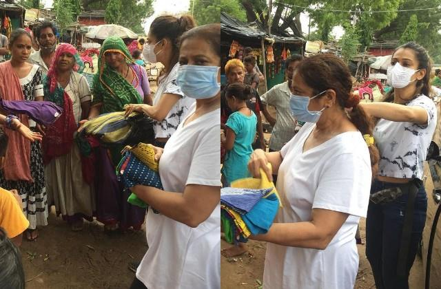 payal rohatgi donate clothes in poor settlements